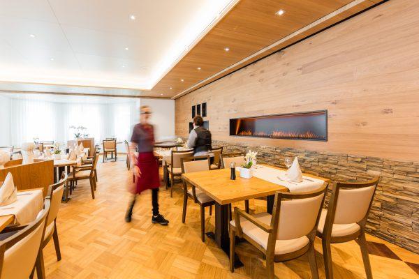 Hotel Höfli Altdorf: Der renovierte Saal Bijou wird gedeckt